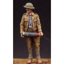 357009 Soldier with 6inch shell in hands