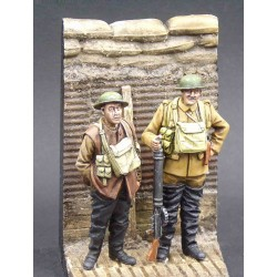 357007 Lewis gunner & infantryman with trench base