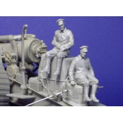 Two WWI figures seated and load for 8inch gun