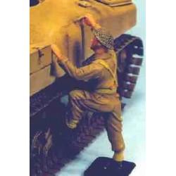 UK soldier standing (leg raised)